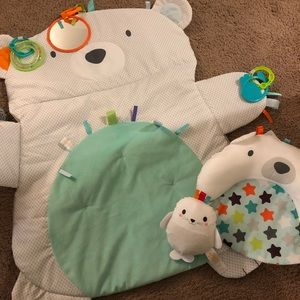 Gender neutral tummy time play mat.